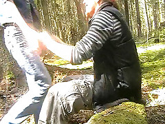 Guy and his cute girlfriend stop in the forest to fuck and film their sex on camera